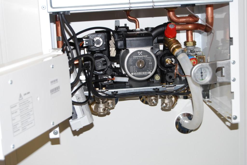Газов котел за отопление и топла вода  монтиран в тристаен апартамент